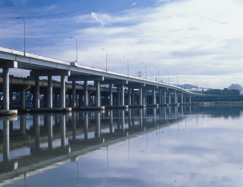 中山高速公路淡水河標